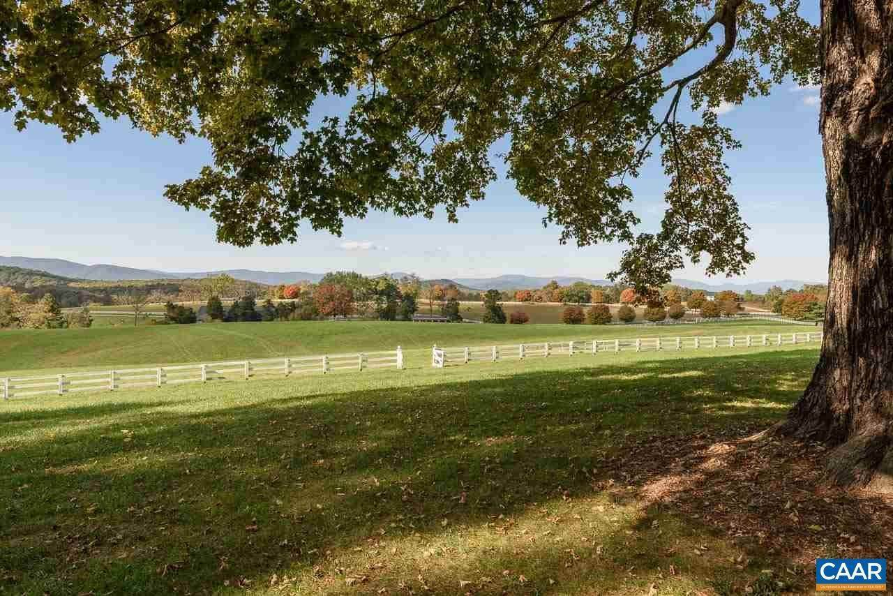 12. Single Family Homes for Sale at 99 BLOOMFIELD Road Charlottesville, Virginia 22903 United States