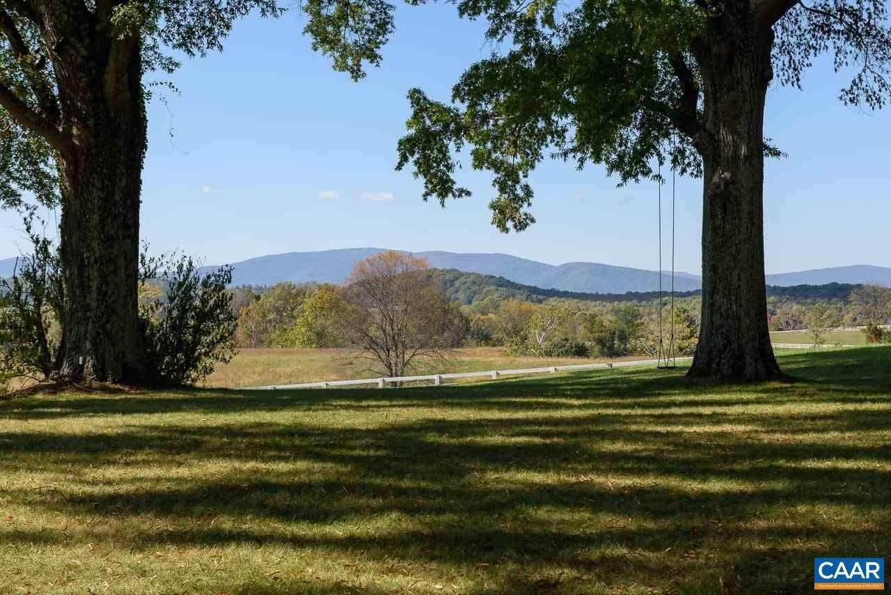 15. Single Family Homes for Sale at 99 BLOOMFIELD Road Charlottesville, Virginia 22903 United States
