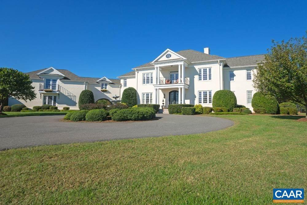 Single Family Homes pour l Vente à 7640 LANGHORNE Road Scottsville, Virginia 24590 États-Unis