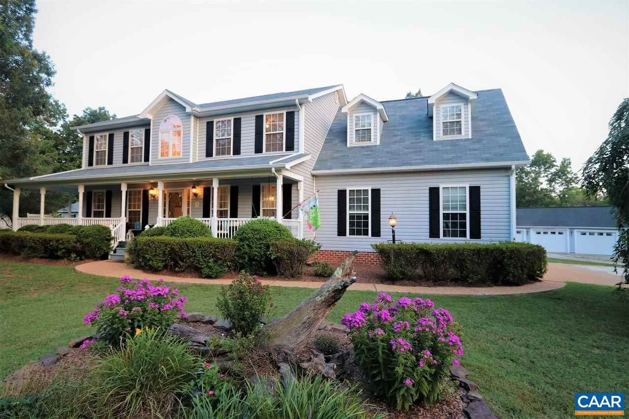 Single Family Homes pour l Vente à 31 BEAVER LAKE Drive Scottsville, Virginia 24590 États-Unis
