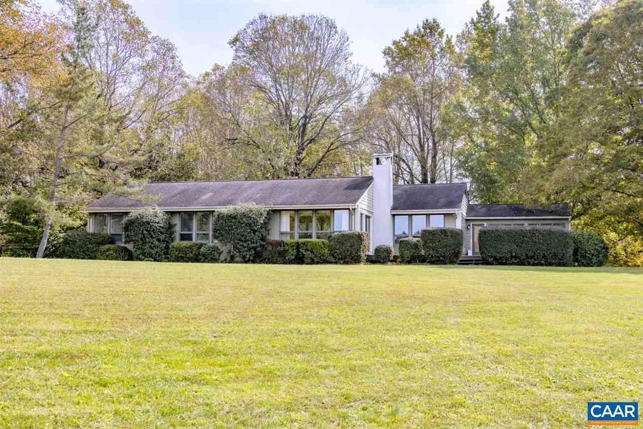Single Family Homes for Sale at 24 CARRIAGE Lane Madison, Virginia 22727 United States