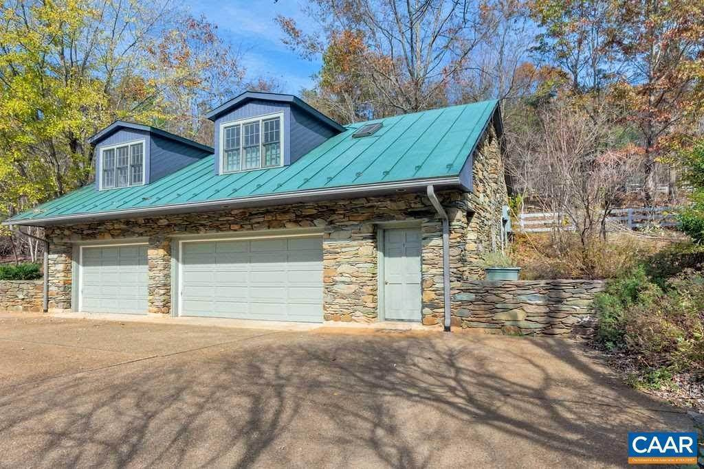 18. Single Family Homes for Sale at 6225 SUGAR HOLLOW Road Crozet, Virginia 22932 United States