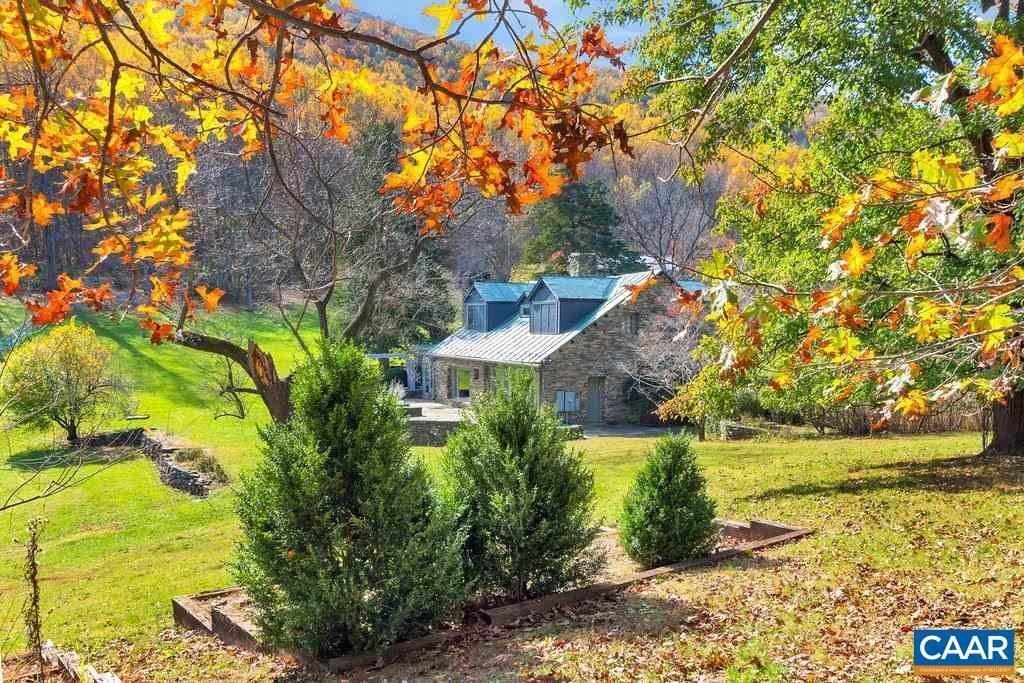 44. Single Family Homes for Sale at 6225 SUGAR HOLLOW Road Crozet, Virginia 22932 United States