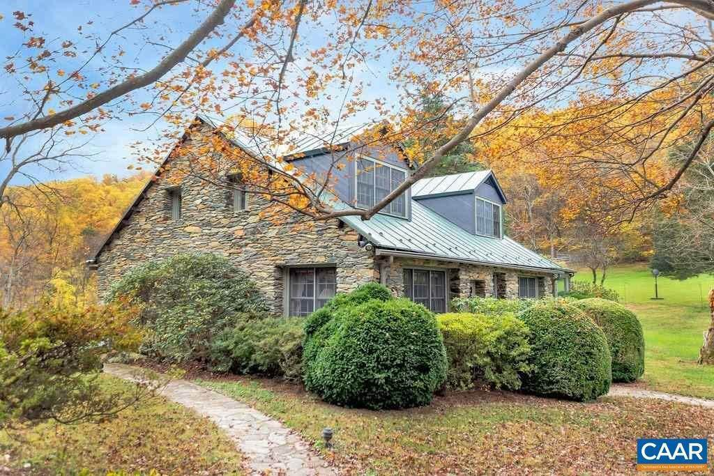 6. Single Family Homes for Sale at 6225 SUGAR HOLLOW Road Crozet, Virginia 22932 United States
