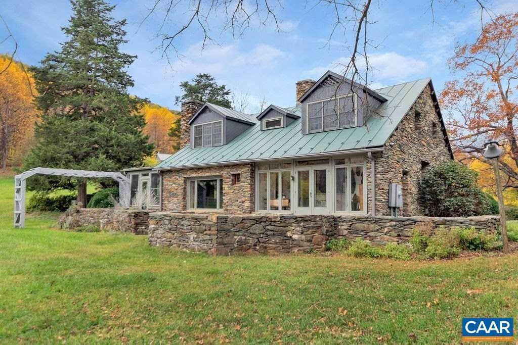 7. Single Family Homes for Sale at 6225 SUGAR HOLLOW Road Crozet, Virginia 22932 United States