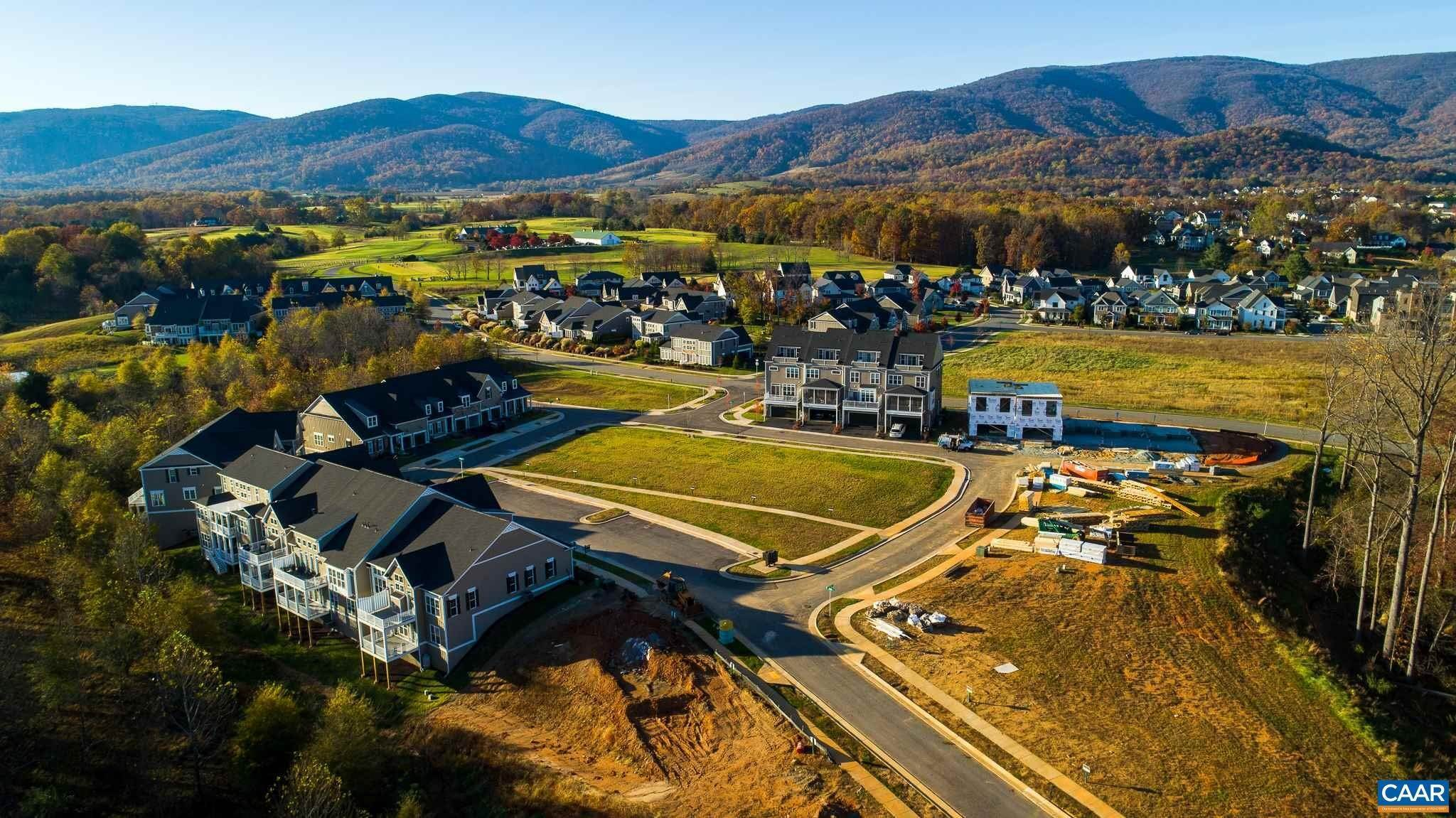Single Family Homes pour l Vente à 326 AVONDALE Lane Crozet, Virginia 22932 États-Unis
