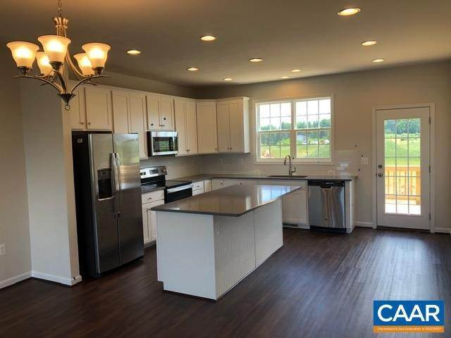 Single Family Homes pour l Vente à 232 WILLOWSHIRE Court Waynesboro, Virginia 22980 États-Unis