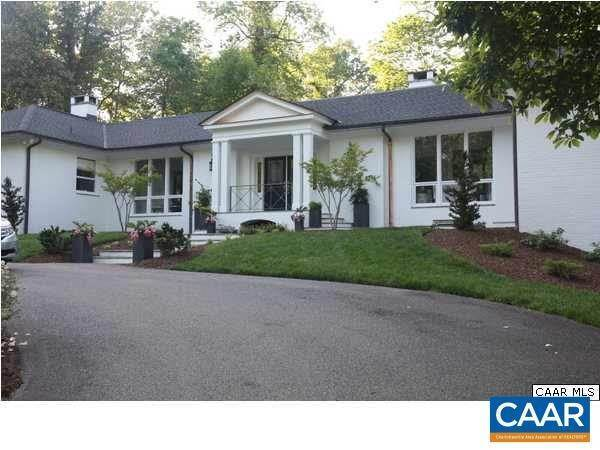 Single Family Homes pour l Vente à 1775 LAKE Road Charlottesville, Virginia 22901 États-Unis