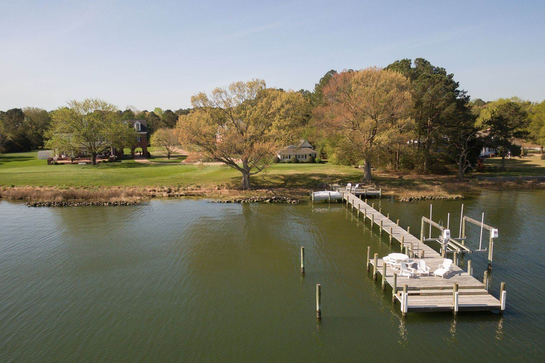 11. Single Family Homes for Sale at Cranefield 8473 Bailey's Wharf Rd Gloucester, Virginia 23061 United States