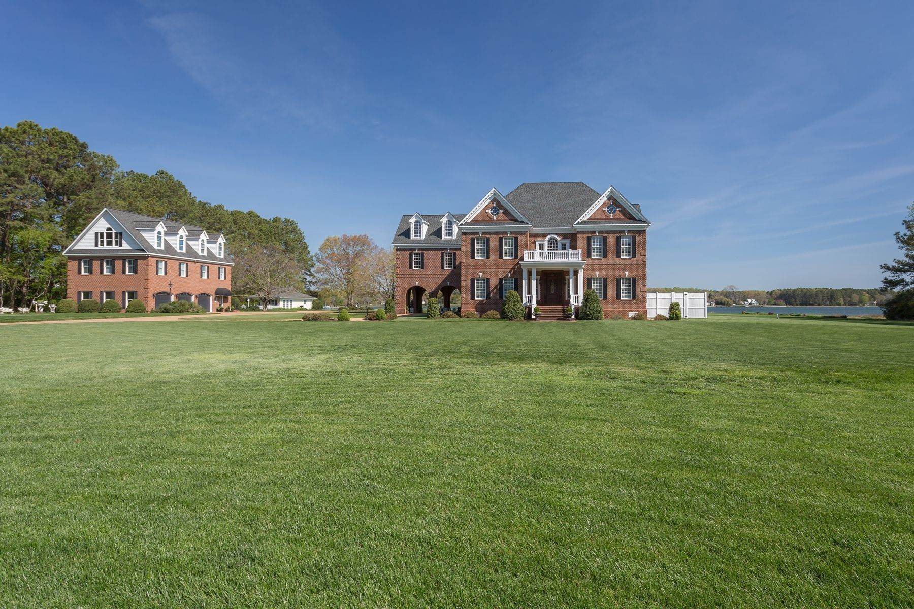 5. Single Family Homes for Sale at Cranefield 8473 Bailey's Wharf Rd Gloucester, Virginia 23061 United States