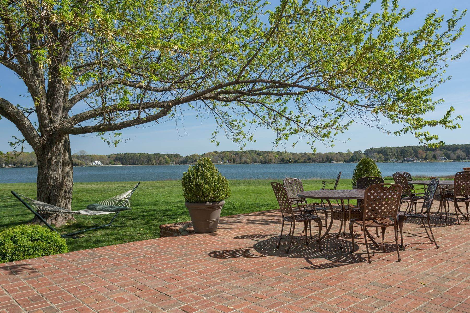10. Single Family Homes for Sale at Cranefield 8473 Bailey's Wharf Rd Gloucester, Virginia 23061 United States