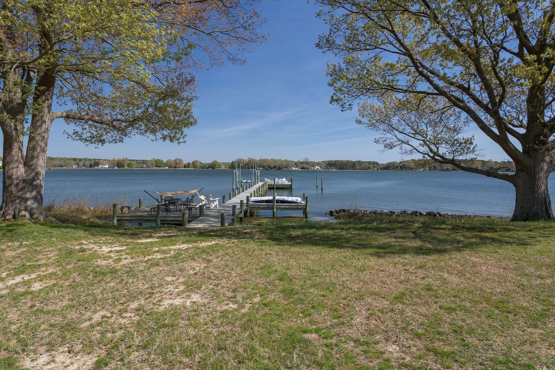6. Single Family Homes for Sale at Cranefield 8473 Bailey's Wharf Rd Gloucester, Virginia 23061 United States