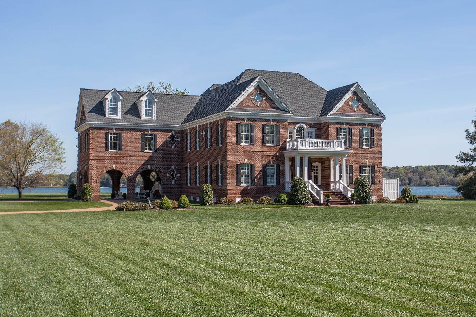 4. Single Family Homes for Sale at Cranefield 8473 Bailey's Wharf Rd Gloucester, Virginia 23061 United States