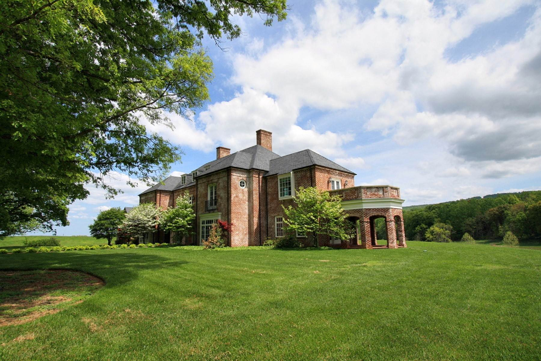 39. Single Family Homes for Sale at White Hart 5785 Stony Point Rd Barboursville, Virginia 22923 United States