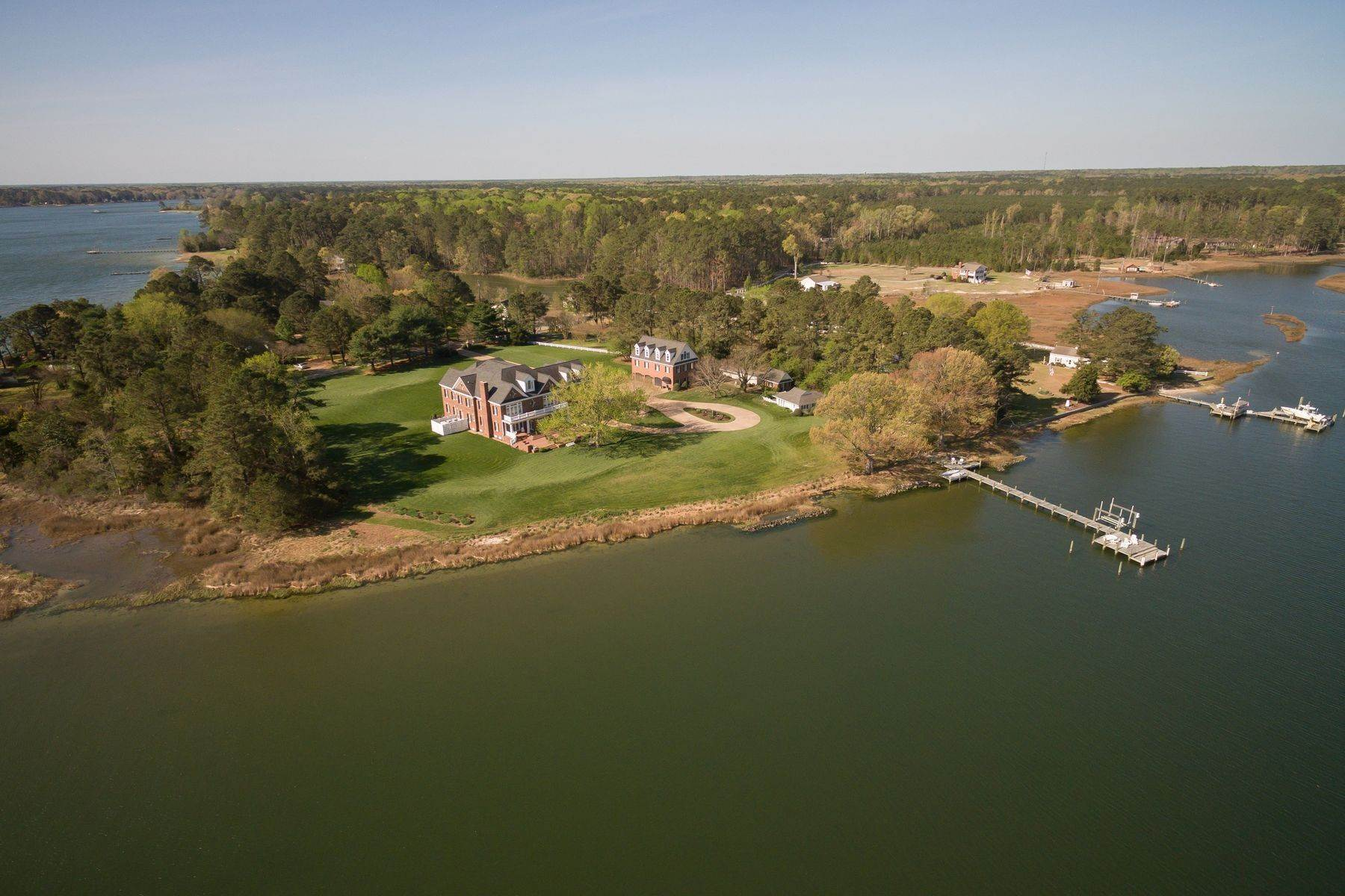 30. Single Family Homes for Sale at Cranefield 8473 Bailey's Wharf Rd Gloucester, Virginia 23061 United States